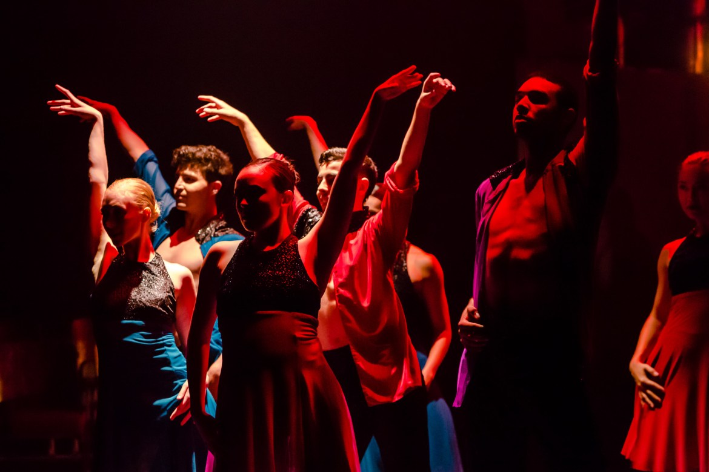 "Cerqua Rivera Dance Theatre in Sherry Zunker's ""Between Us"" (Photo by Dan Kasberger)"