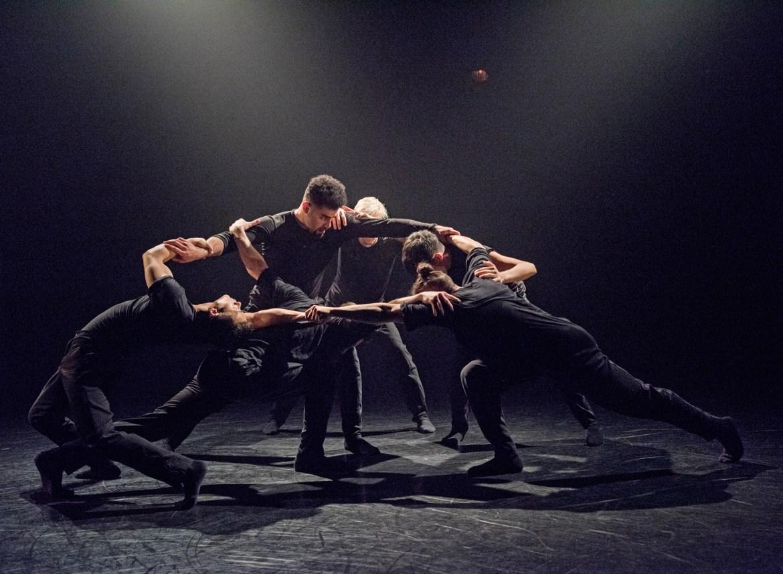 """Wen Wei Dance in Wen Wei Wang's """"Dialogue"""" (Photo by Chris Randle)"""