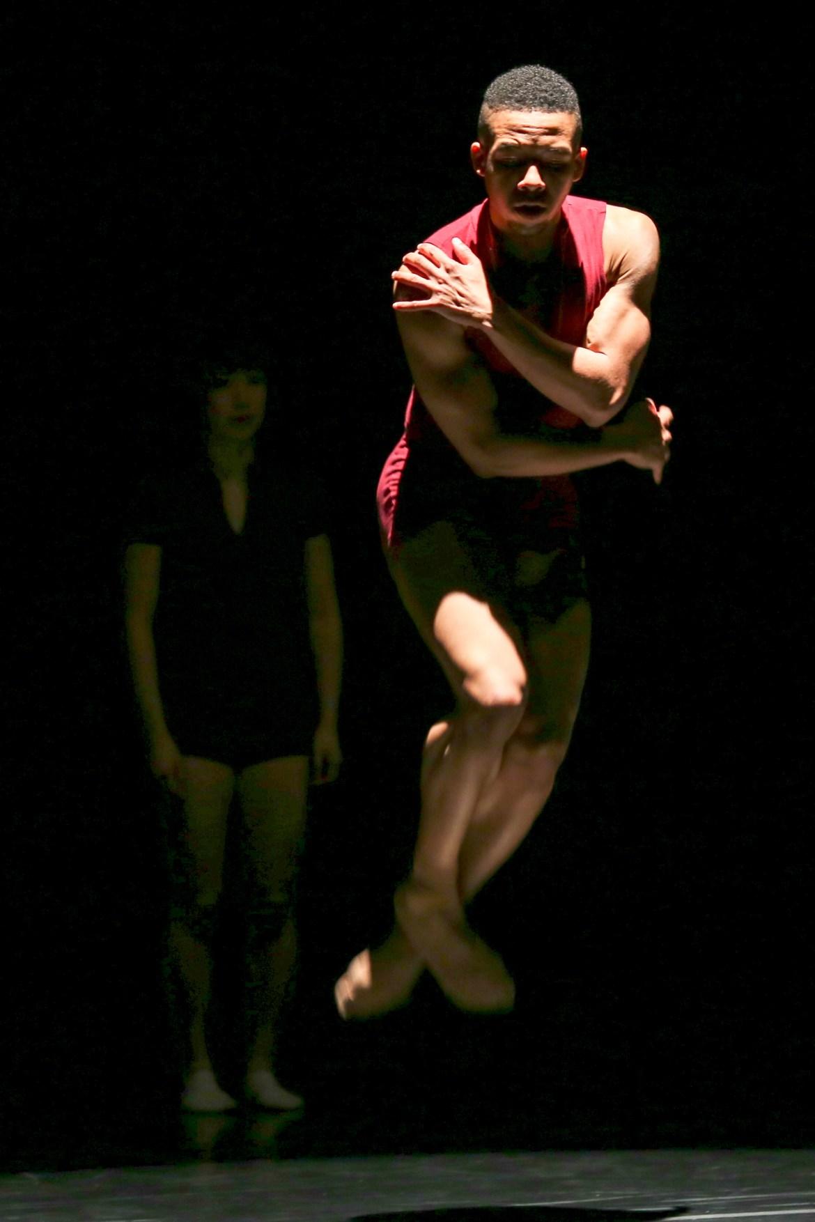 DanceWorks Chicago's Greg Blackmon (Photo by Vin Reed)