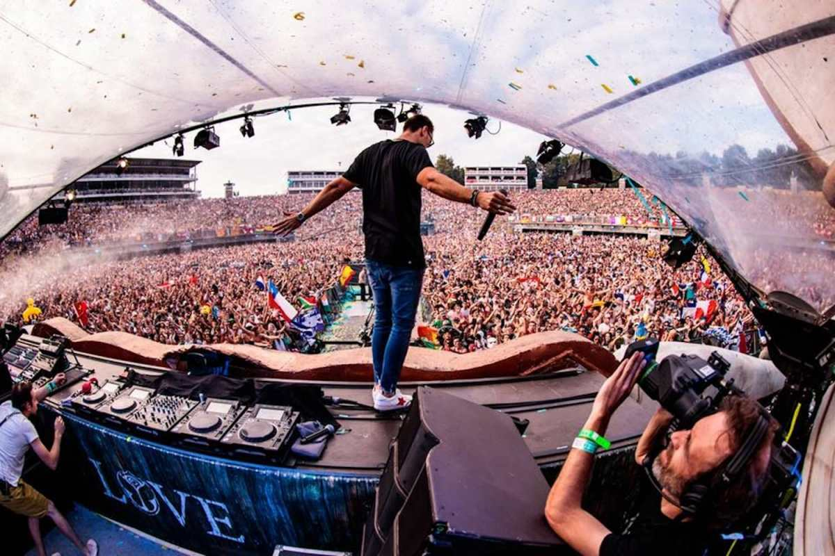 Saturday Night Session 013: Yves V teams up with KSHMR and Krewella for new release and crafts hour long high energy mix41962074 1946733222050806 4586319297332117504 N 1