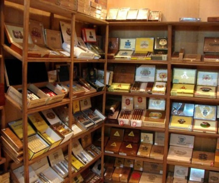 Gatlinburlier Tobacconists Shopping in the Smokies