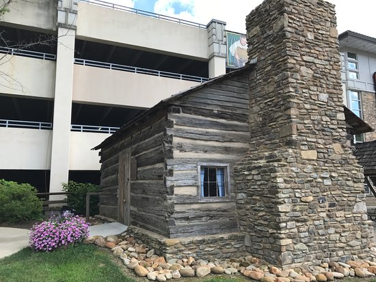 Ogle Cabin downtown Gatlinburg Beginners Guide to the Smoky Mountains