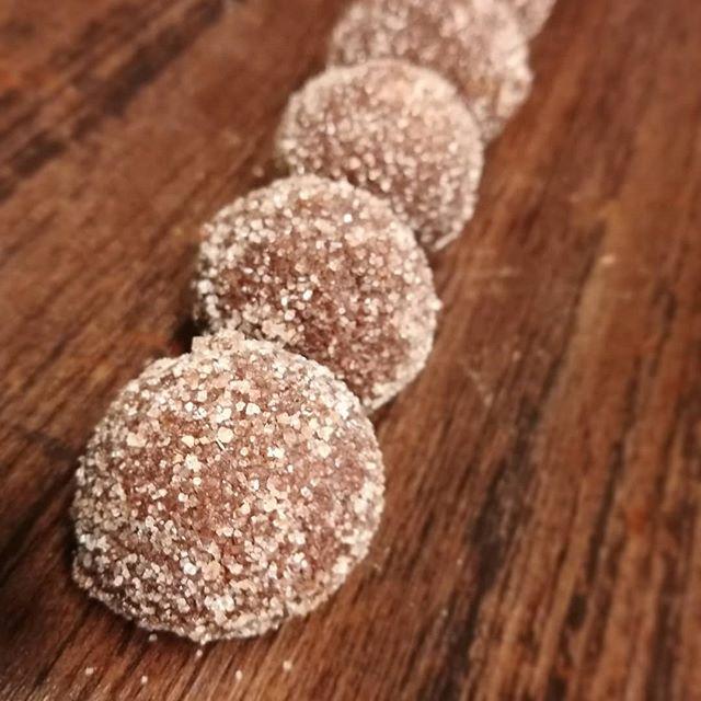 LONGING FOR CITRUS - lemon & Ghana dark chocolate truffles dusted with pomelo sugar and long pepper.#chocolatier #truffesauchocolat #longpepper#citrus #chocolatetruffles @valrhonausa