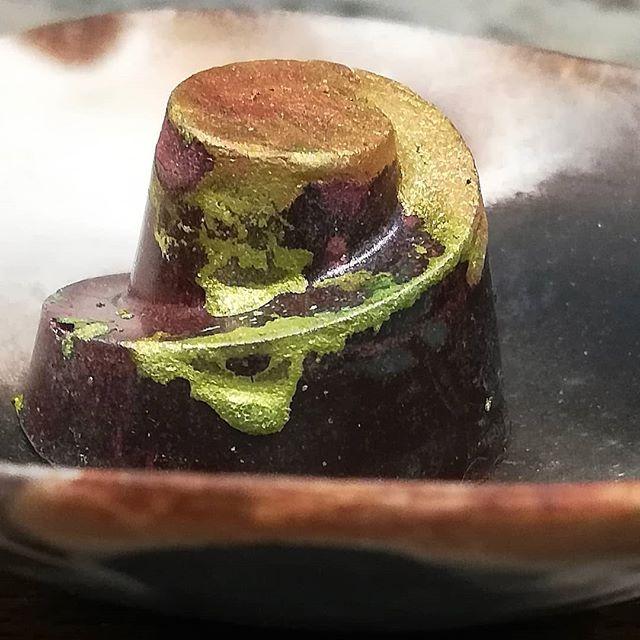 ASPEARATION - fresh pear with ancho chile, cashew gianduja, and malty Jivara milk chocolate cast in I'x Jaguar.#chocolatier #chocolate #fruit #gianduja #slightlyspicy @dantachocolate @valrhonafrance