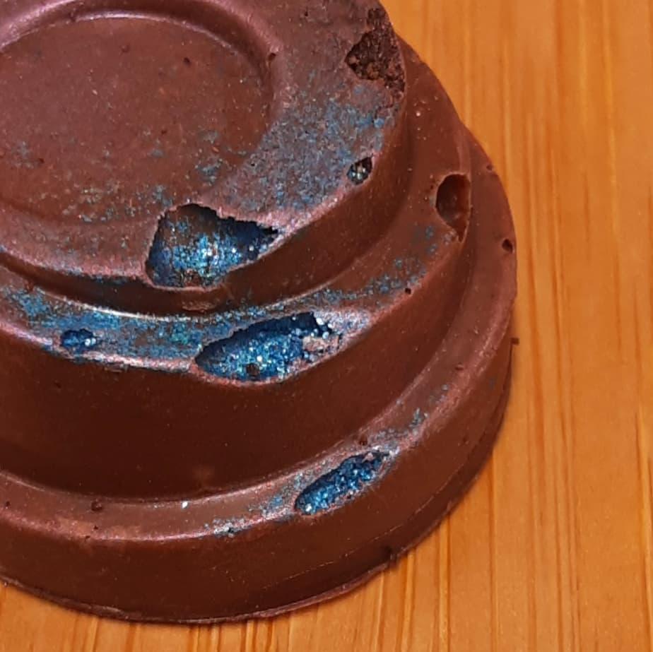 COFFEE & TEA - St James Estate Ceylon Tea cream Marshmallow cast in malty espresso dusted African milk. #chocolatier #espresso #blacktea @palaisdesthes @riverwalknashuacontains gluten.