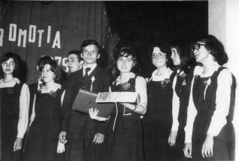 """spectacolul de absolvire a Liceului """"Petru Rares"""" (1979)"""
