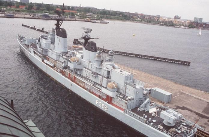 Frigata militara daneza Peder Skram în port la Copenhaga