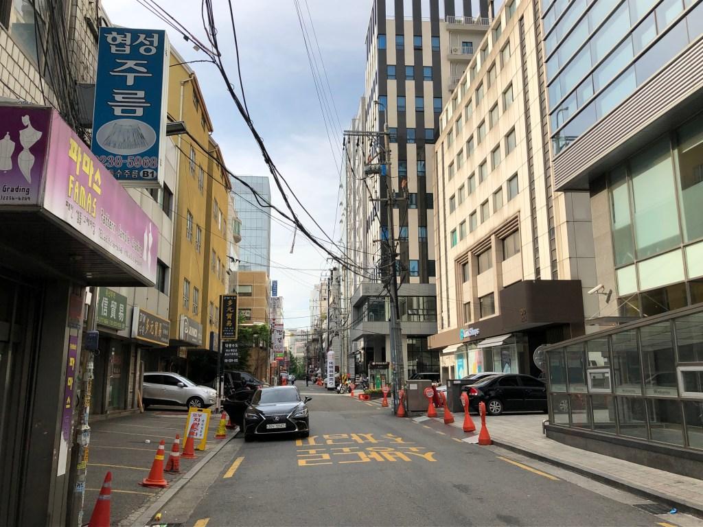 昼はとても静かな東大門激安コスメストリート