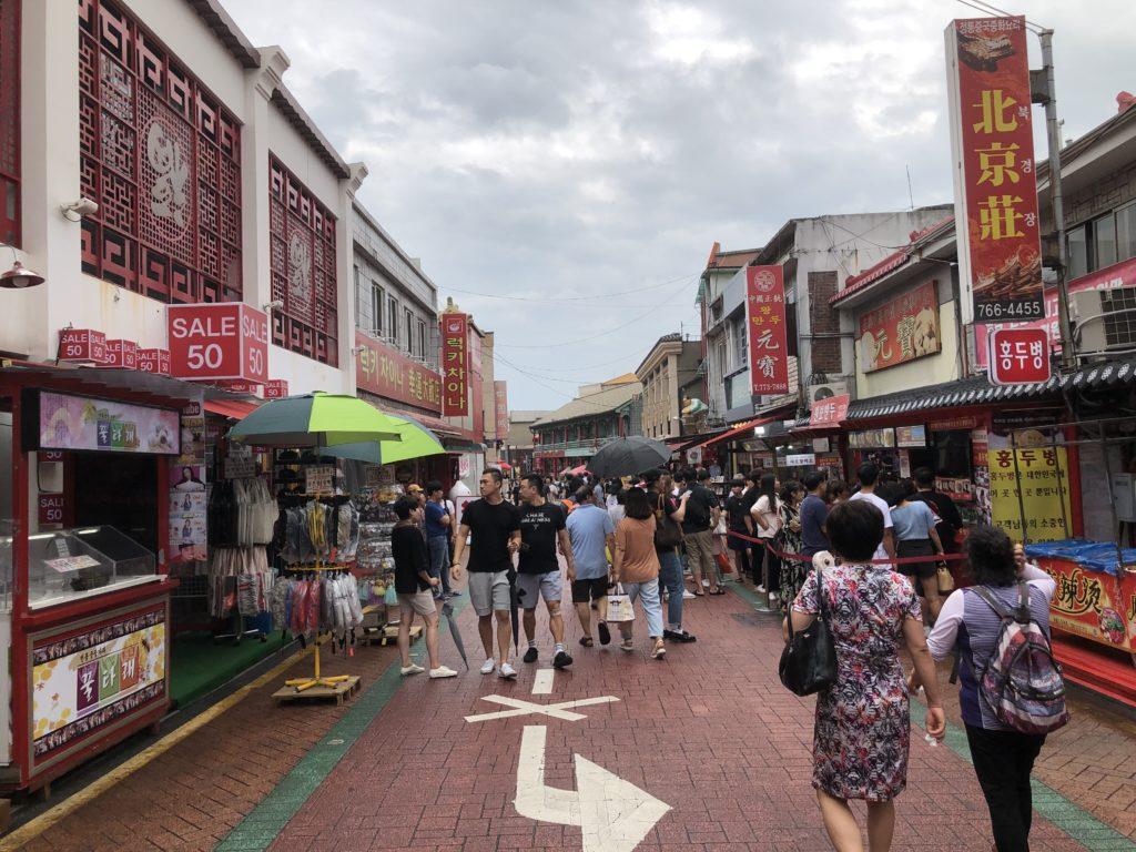 仁川中華街のメインストリートの様子
