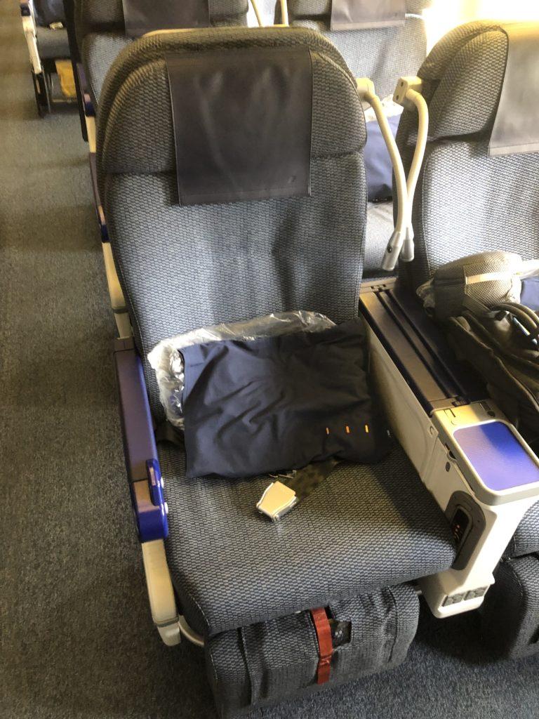 NH174便プレミアムエコノミークラスの座席シート