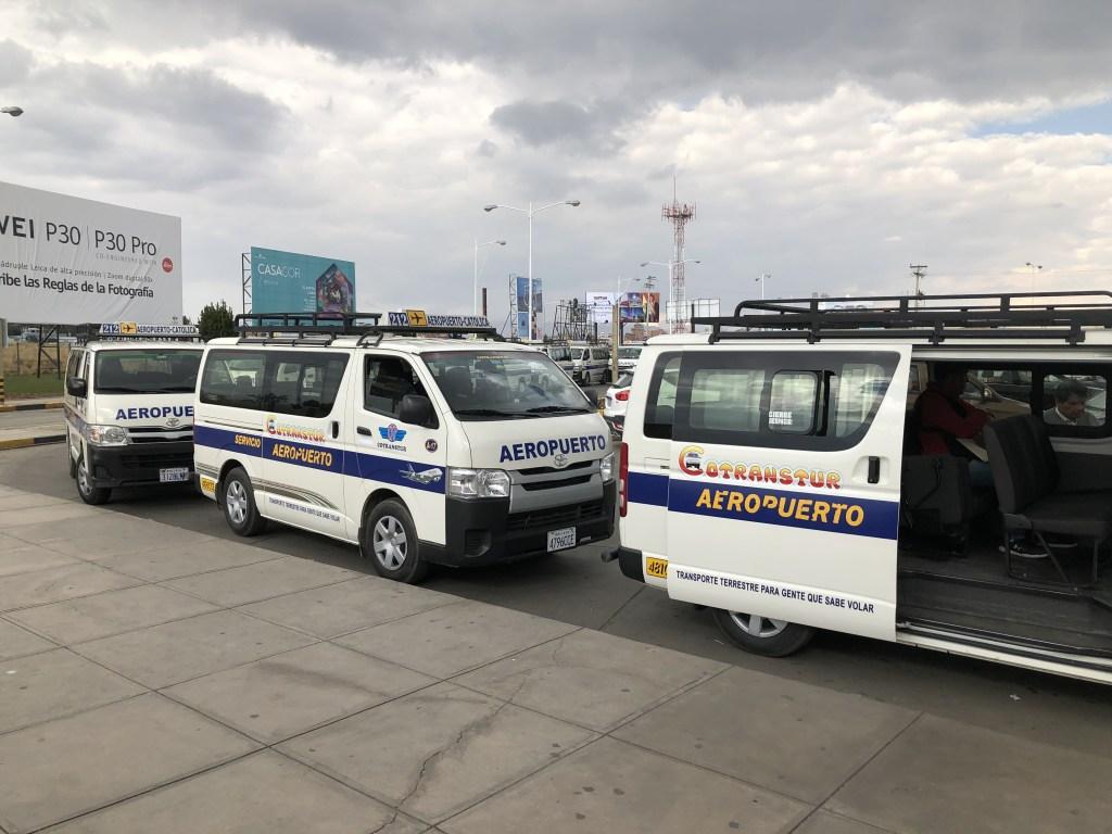 エルアルト国際空港からラパス市内を結ぶ乗り合いバス
