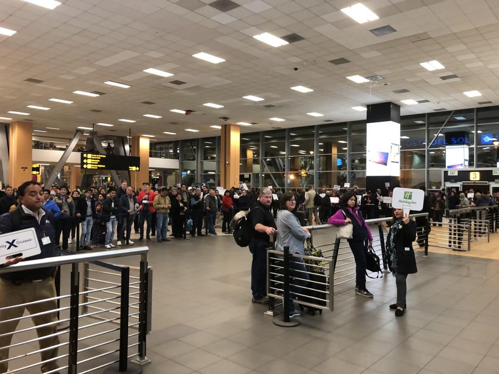 リマ ホルヘ・チャベス国際空港到着ロビーの様子
