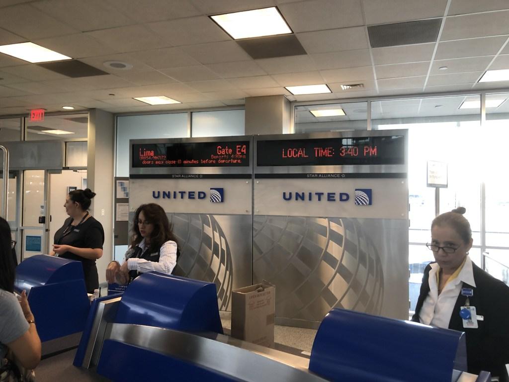 UA854便(NH7172便)リマ行搭乗ゲート