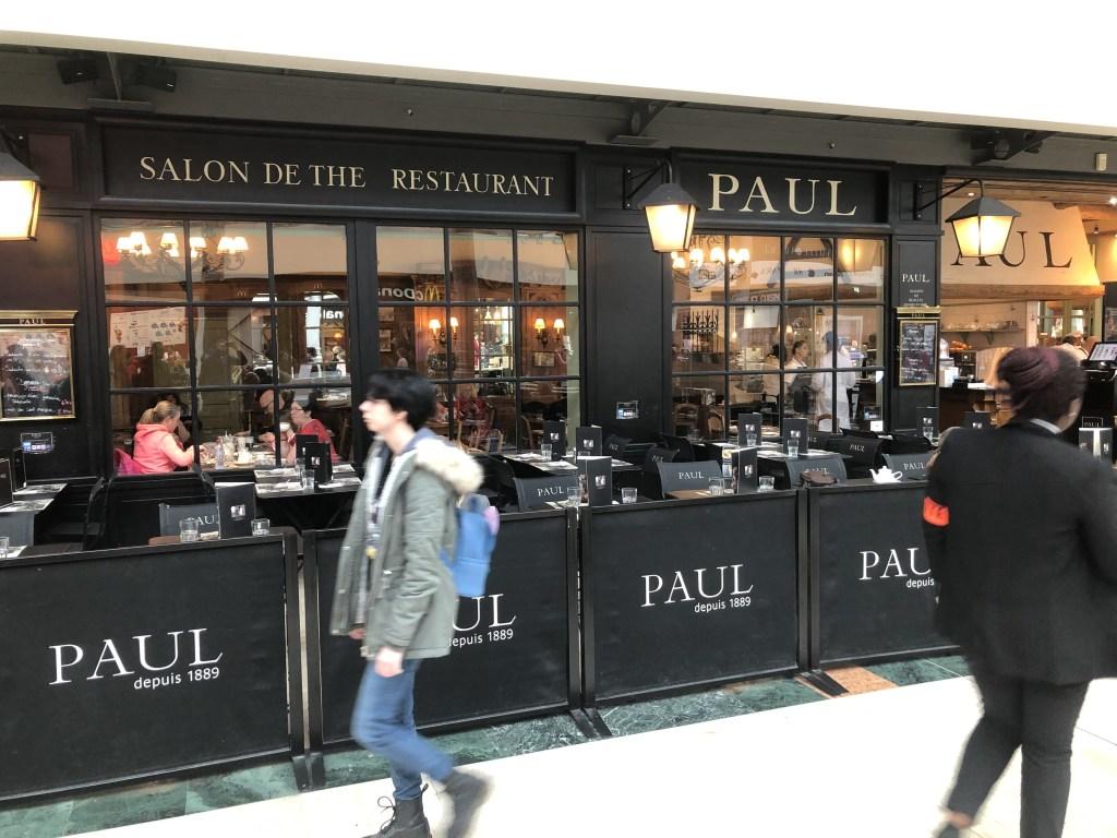 日本でも有名なPAULのレストランもありました。
