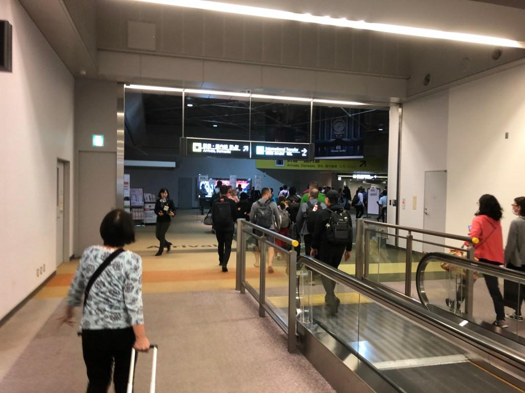 7時間遅れで成田空港に到着です。