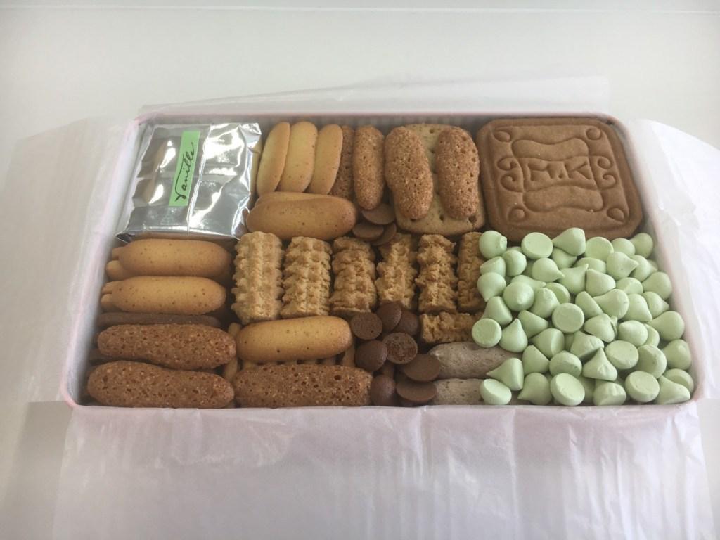 東京 村上開新堂 クッキー缶の中身はぎっしり
