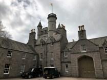 Balmoral Castle mit den obligatorischen Discovery`s