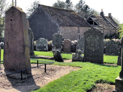 Piktenstein auf einem Friedhof