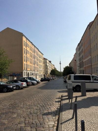 Bernauer Straße - Wegweiser Fernsehturm