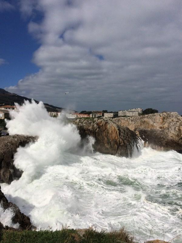 Von Wellen umgeben - Castro Urdiales