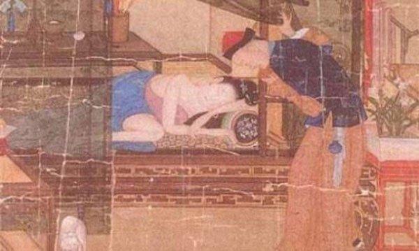 Nhằm tránh để lại hậu quả, vua thường ép các phi tần tránh thai bằng những cách đáng sợ