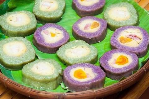Bánh tét là vật phẩm truyền thống của bà con miền Nam bên cạnh bánh chưng