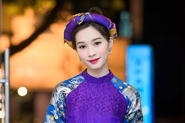 Mỹ nhân Việt lăng xê xu hướng váy áo gấm tinh tế - Thời trang sao