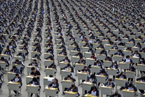Hoa mày chóng mặt với loạt ảnh mới về sự đông đúc khủng khiếp tại Trung Quốc - Ảnh 1.