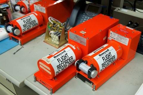 Hộp đen là thiết bị quan trọng nhất có thể điều tra nguyên nhân tai nạn của các máy bay. Ảnh: Pixgood