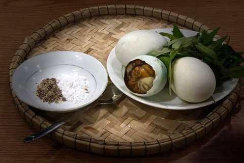 Người Huế ăn trứng lộn
