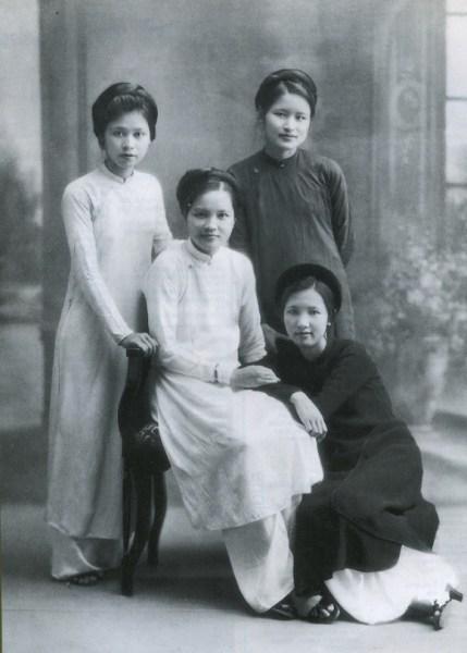 Ngày phụ nữ Việt Nam 20/10/2020, ngắm vẻ đẹp phụ nữ Việt qua tà άo dài xưa  và nay