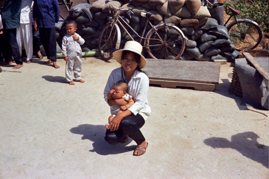 Loat hinh cuc doc ve dam cuoi o Quang Tri nam 1969-Hinh-11