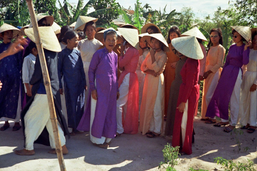 Loat hinh cuc doc ve dam cuoi o Quang Tri nam 1969-Hinh-15