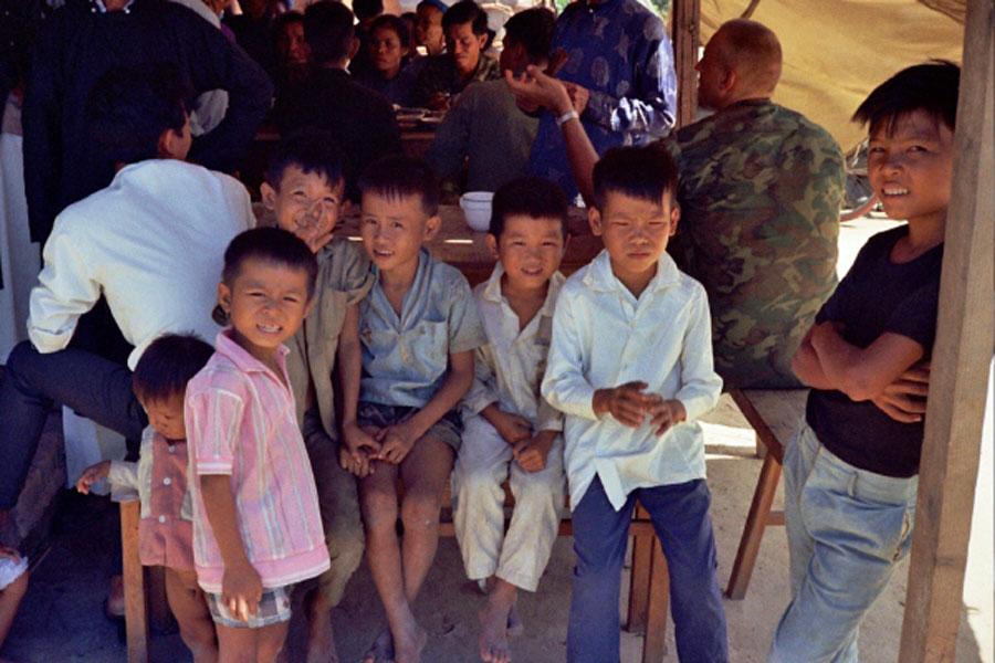 Loat hinh cuc doc ve dam cuoi o Quang Tri nam 1969-Hinh-18