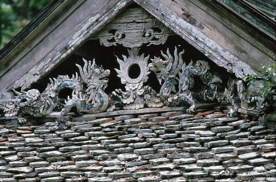 Chὺa chὺa thầy: trang trί mάi nhà