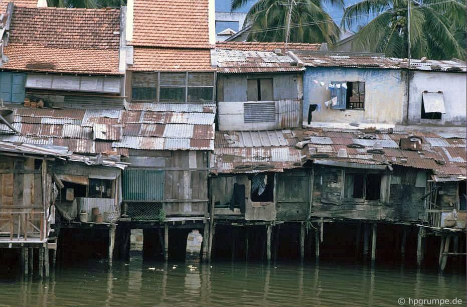 Nha Trang: Nhà ở cᾳnh nước