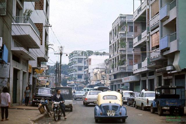 Đường Ngô Tὺng Châu nᾰm 1972, bây giờ là đường Lê Thị Riêng.