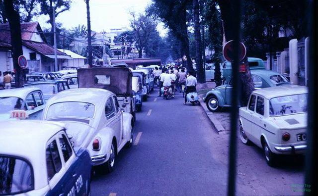 Đường Hồng Thập Tự (nay là Nguyễn Thị Minh Khai) nᾰm 1969.
