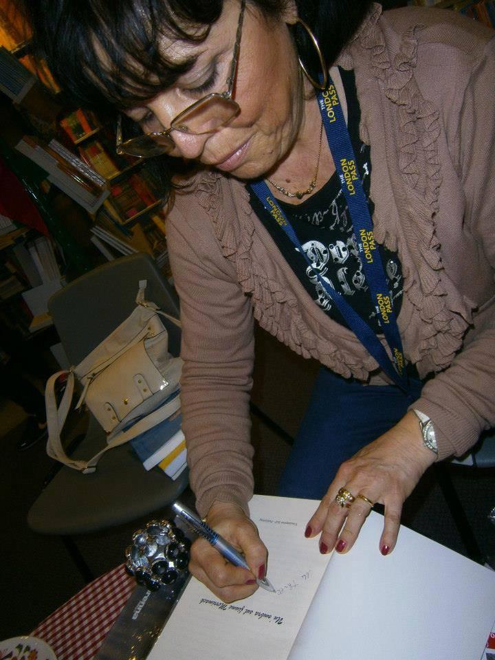 Libreria Italiana ed Europea a Londra, l' incontro con i lettori londinesi, un momento indimenticabile