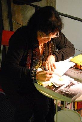 Genova. La dedica sul libro, il momento di incontro con il lettore