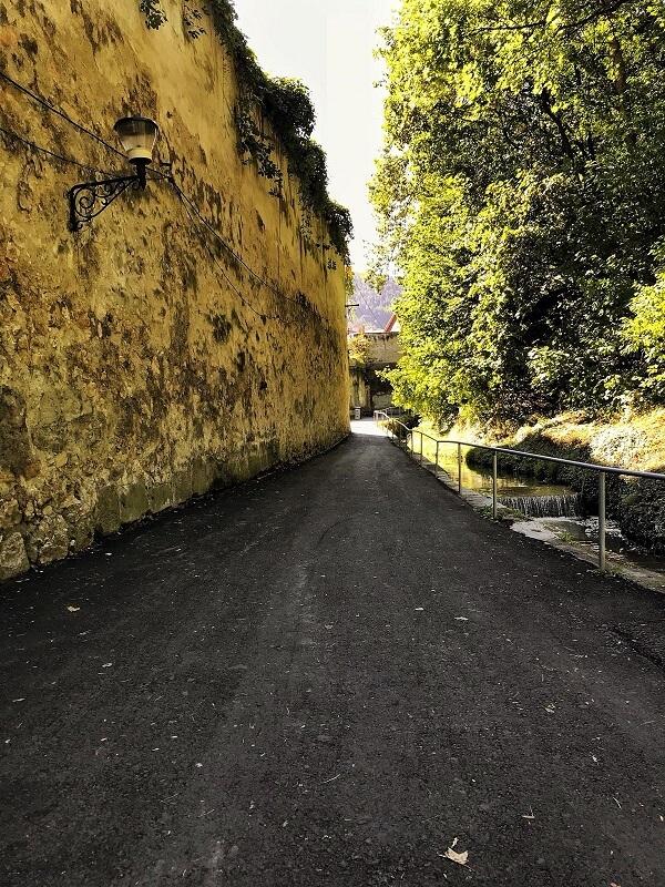 strada după ziduri brașov