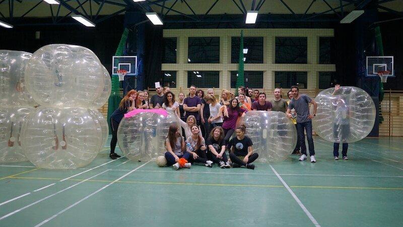 Bubble socer Cracovia Polonia poza de grup Daniela Bojinca Blog