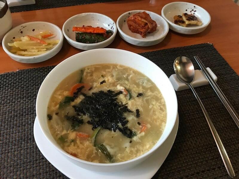 cele mai bune locuri cu mancare din Bucuresti restaurant seoul Supa de pachețele de primăvarăMandu Tatuc