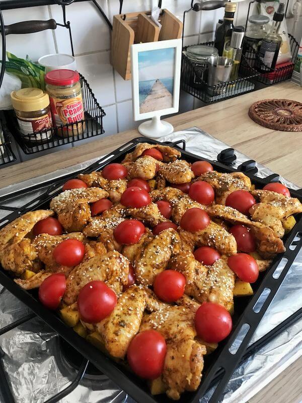 ingrediente aripi la cuptor cu cartofi si rosii cherry