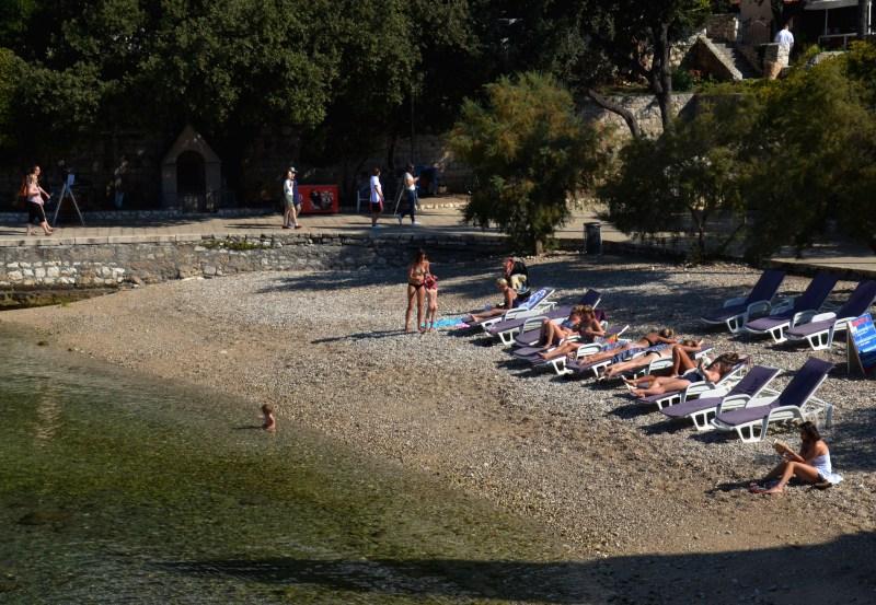 ilha de hvar - praia - croácia - turismo