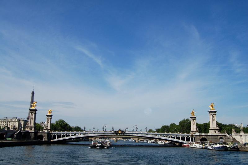 passeio de barco - paris na primavera - pontos turísticos