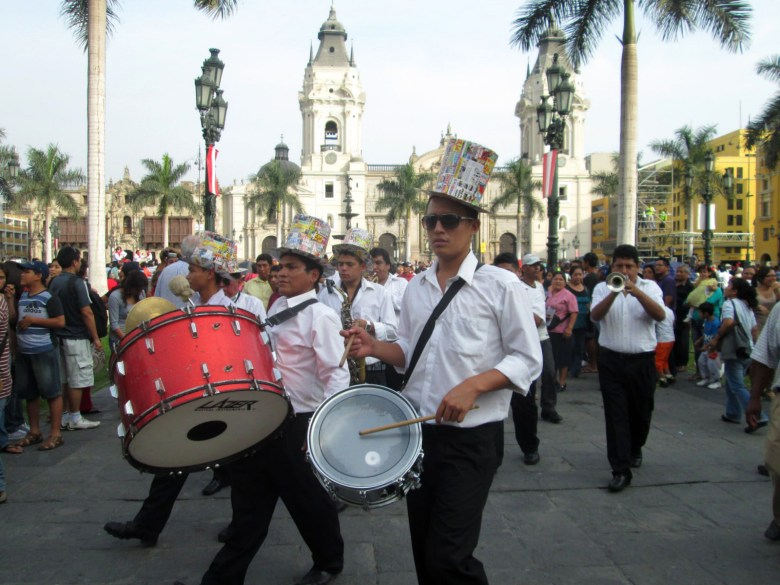 plaza de armas - centro histórico lima - peru -turismo
