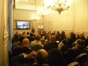 aula piena di gente per l'evento su come lavorare in e con la repubblica dominicana