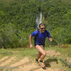 persona che corre alla 100km del caribe