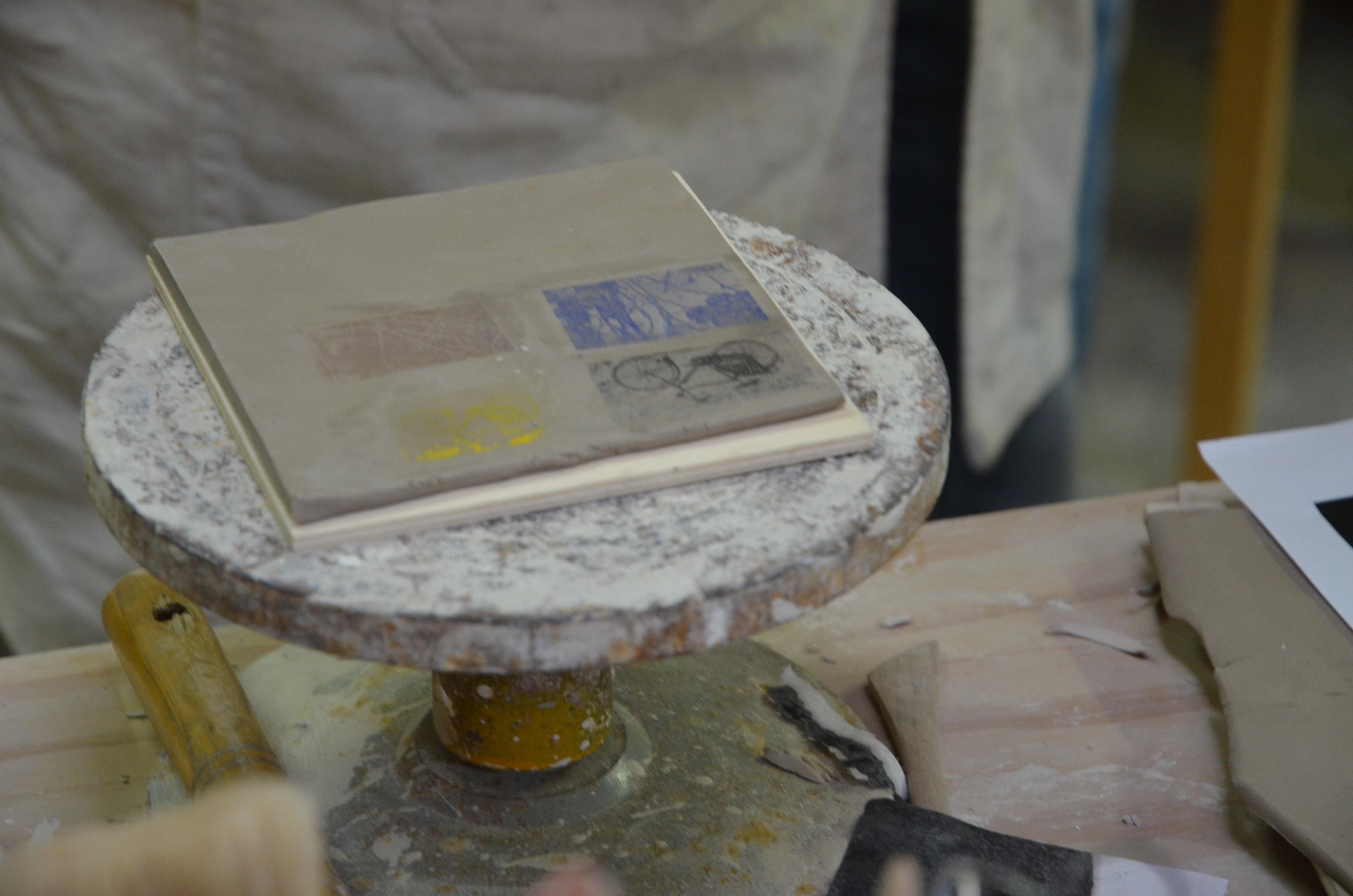 Serigrafia su ceramica, come farla e quali attrezzature occorrono. Workshop Stampa Manuale Su Ceramica Blog Di Atelier Daniela Levera